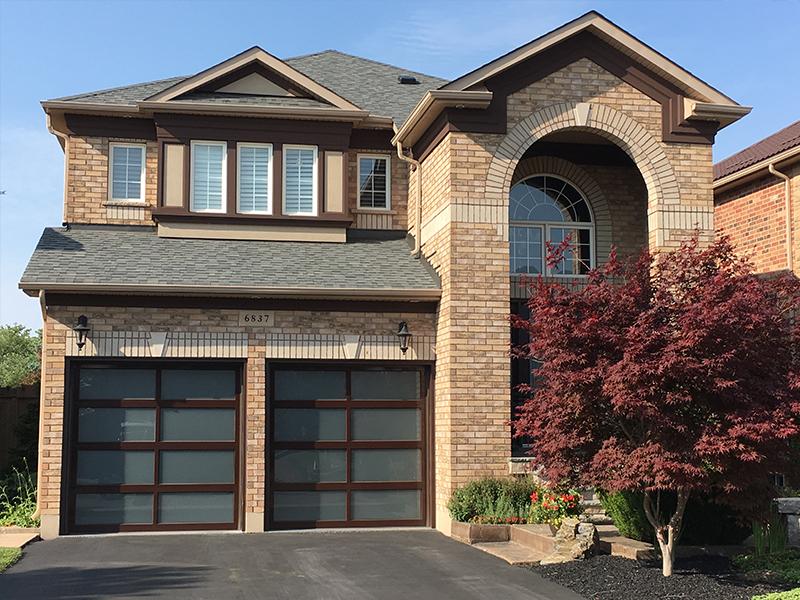 Residential garage door for House - Mckee Horrigan Inc.